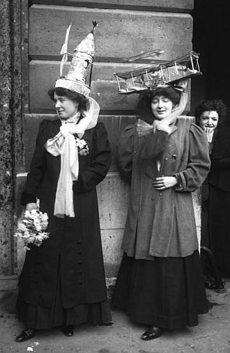 330px-Catherinettes,_Paris,_1909