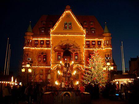 450px-Rathaus_Hünfeld_Adventskalender