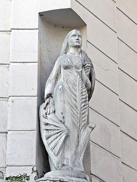 P1220297_Paris_II_rue_Poissonniere_n1_statue_rwk
